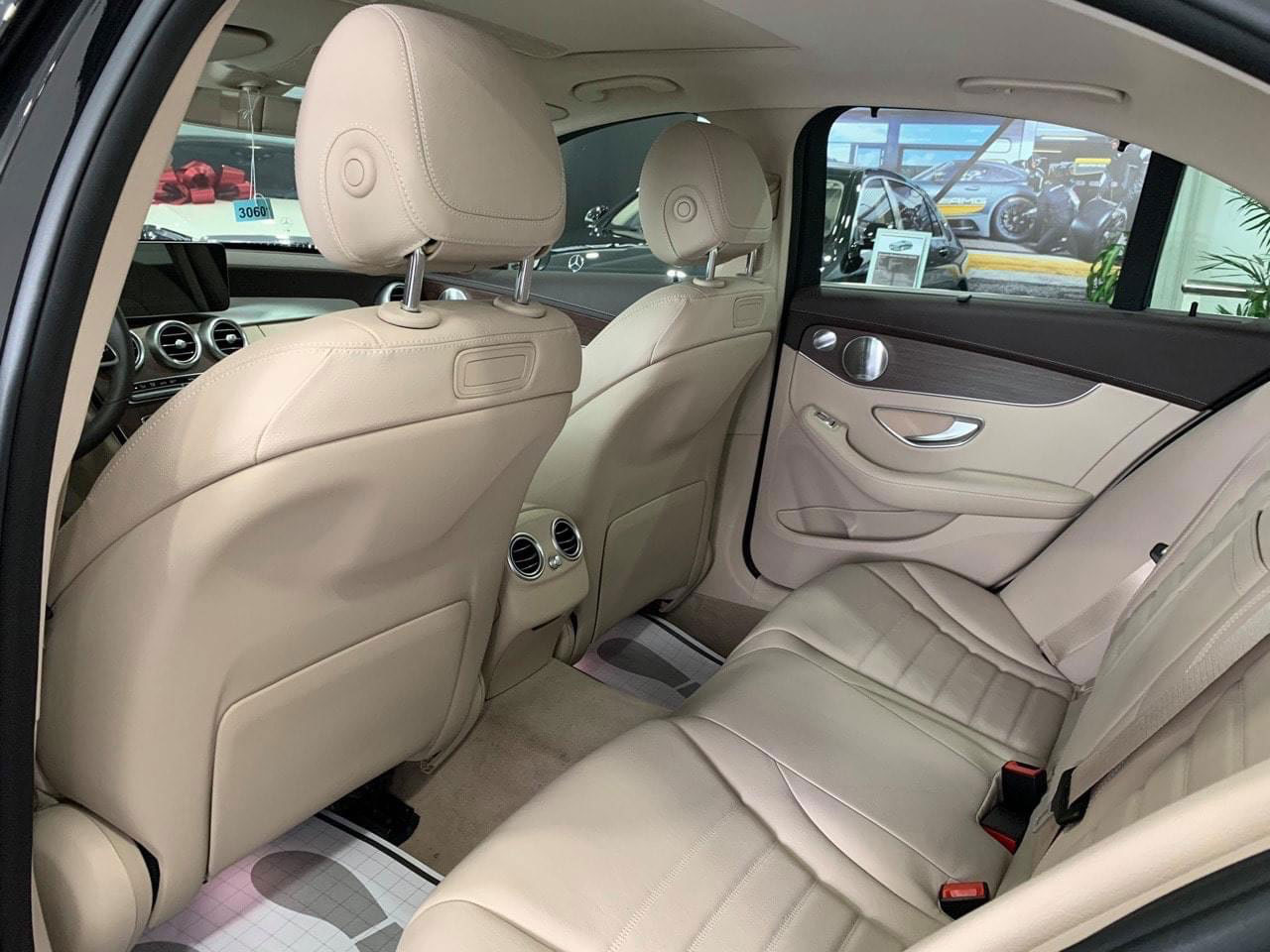 mercedes c200 exclusive noi that 11