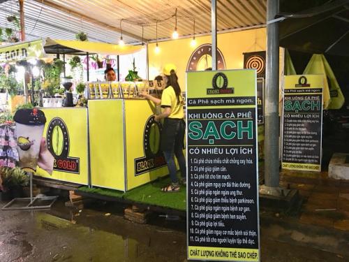 Cà phê Sữa bọt tuyết Black Gold 100% hạt cà phê tại hội chợ phong điền