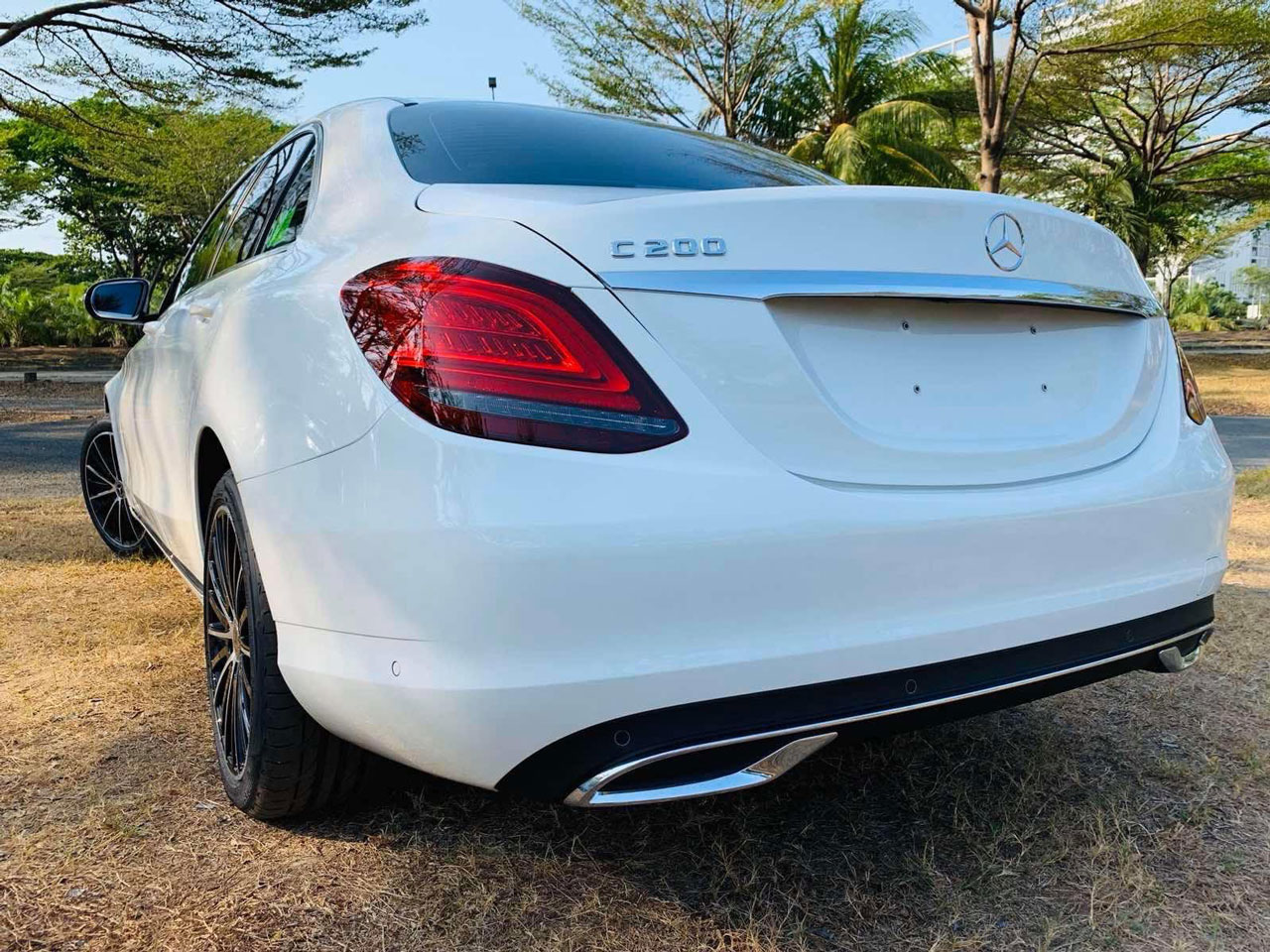 mercedes c200 exclusive ngoai that 5