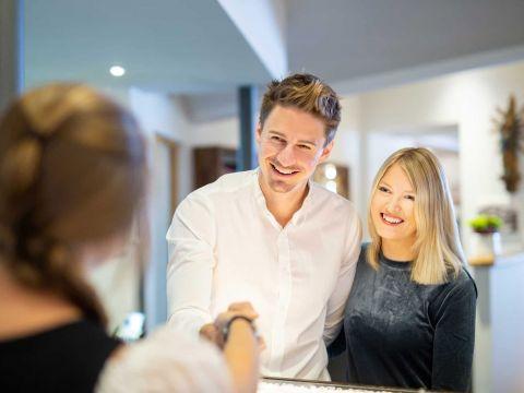 Hành trình khách hàng: Biểu đồ Customer Acquisition và Retention